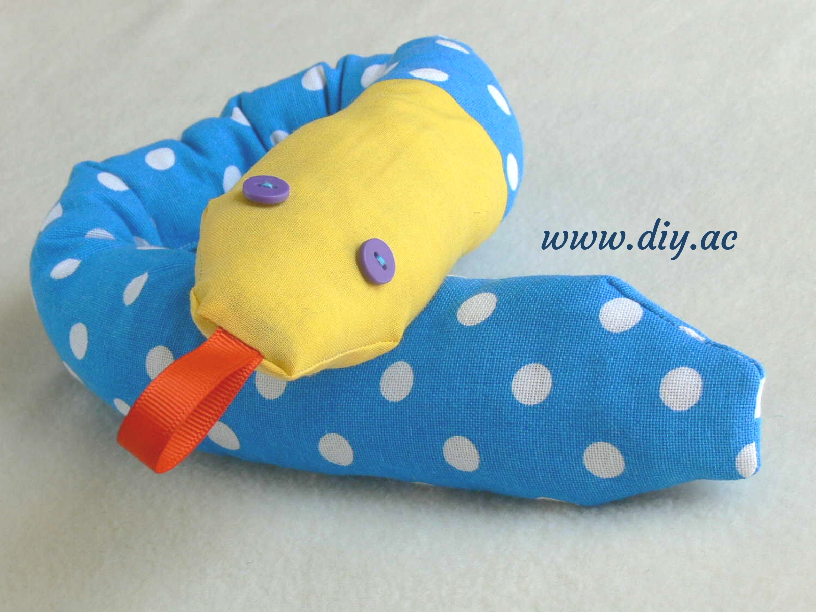 Stuffed snake – pattern and tutorial | diy.ac
