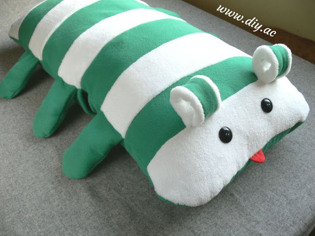 Envelope pillow cover tutorial – the very friendly caterpillar | diy.ac
