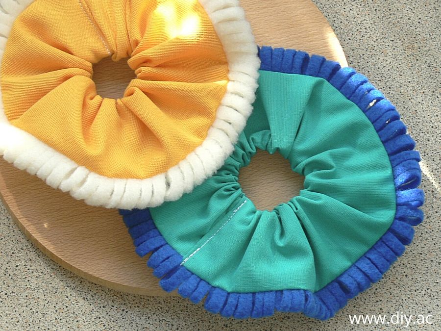 Scrunchie with a decorative trim DIY | diy.ac